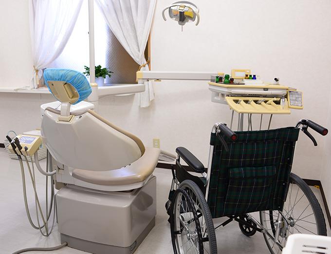 チェアー感覚の広い診察室